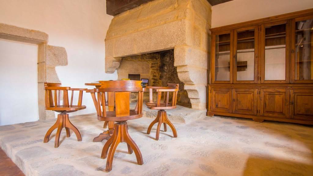 Hostel Monasterio de Moraime 180